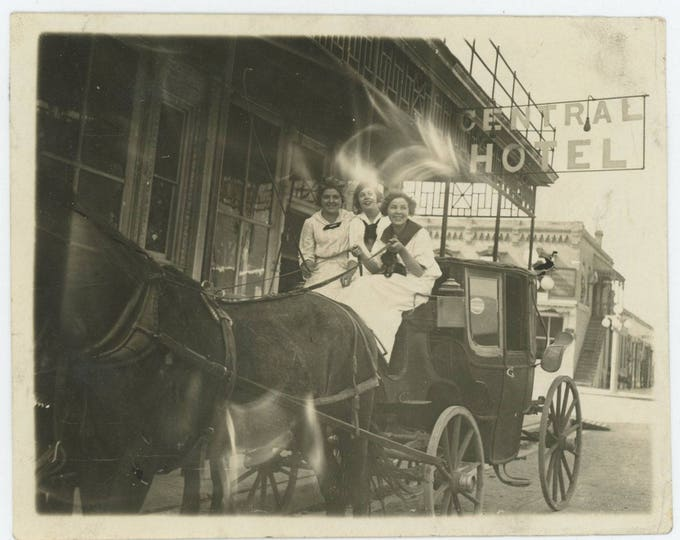 Vintage Snapshot Photo: At the Central Hotel, c1910s (711619)