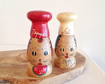 Vintage Wood Cat Salt and Pepper Shakers Mills Early 1950s Mid Century Kitsch