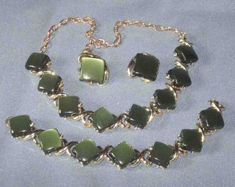 1960s Green Moonglow Thermoset Parure necklace Bracelet Clip Earrings