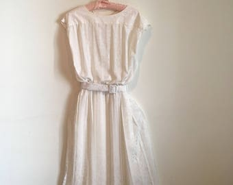 80s does 50s white boatneck midi dress, sleeveless pleated gown, cinched waist, casual wedding, medium - vintage -