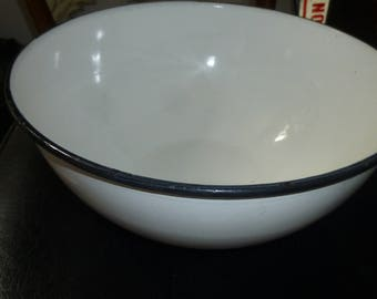 Large Antique White Enamel Wash Basin bowl - 1.5 gallon/200 ounce - Black Rim Round Version  Light Wear - No Flaking Enamel