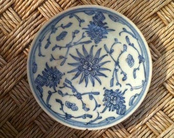 Antique Chinese Dish / Blue & White Qing Min Yao or Peoples Ware, Blue and White tradeware dish, decorated with well defined floral design.