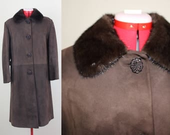 Lovely Lux Mocha Suede Long Coat w/ Fur Collar and INCREDIBLE Buttons ||| 1960s ||| Size Medium/Large ||| Brown Sued