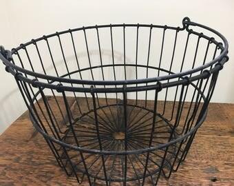 Vintage Round Metal Wire Basket / Vintage Metal Egg Basket / Farmhouse Decor / Metal Basket / Vintage Industrial