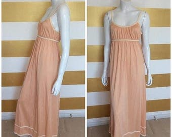 30% OFF Vintage 70s Grecian Nightgown // Night Gown // Full Length // Maxi // Peach // Goddess // Empire Waist // Ruched // Gathered // M