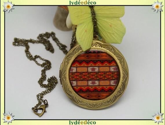 Necklace holder photo retro vintage Africa black brown tan ethnic resin and brass Locket 45mm diameter