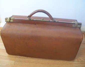 Antique Large Leather Gladstone Bag /  Weekend Bag / Overnight Bag / Sac Docteur Cuir