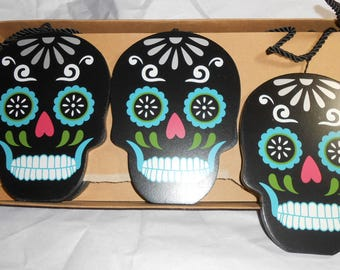Day Of The Dead  Wooden Skulls On A 6 Ft Garland Decoration