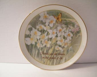 Lasting Memories Friendship Plate, Vintage 1986 Daffodils and Butterfly, Garden of Life, sentiment, friend gift,