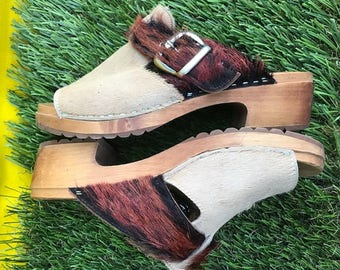vintage wooden furry sweden tan brown buckle clogs sandals italy retro indie shoes birkenstock 70s unique style open toe peter pan amsterdam