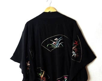 ON SALE Vintage Black x  Floral embroideries HAORI silky Kimono Cardigan from 80-90's*