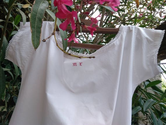 White Victorian 1850's Dress Nightgown French Cotton Lace Trim Red Monogram Hand Embroidered Costumes Movies Plays L / XL #sophieladydeparis