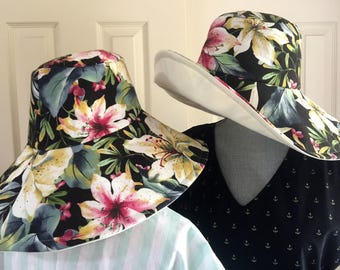 Womens reversible tropical wide brim sun hat, great to fold up for travel, linen looking blend and cream cotton lining. Beach or town wear.