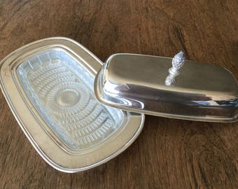 """Rogers silver plate lidded butter dish, simple design, 1970's, 8 1/2"""" X 4 1/4"""" X 3 1/2"""""""