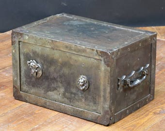 R96 old safe with key