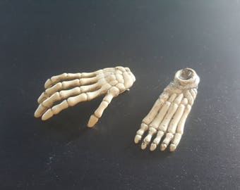 Skeleton hand and foot hair clip