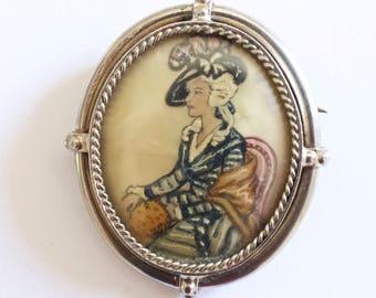 Vintage lady in a hat oval brooch.