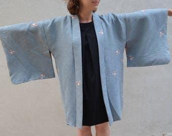 Vintage clothing - Lovely blue haori  / silk kimono - wear on your boho wedding day !