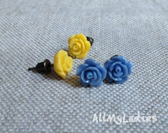 Set of 2 small earrings resin flowers blue and yellow