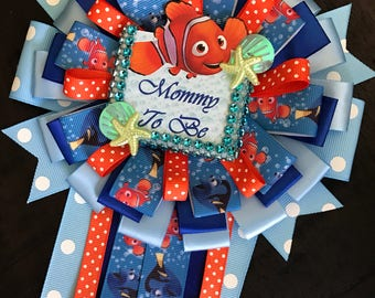 Finding Nemo mommy to be pin -finding nemo baby shower- boy baby shower- finding nemo corsage- nemo baby shower- mommy corsage