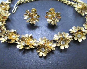 Vintage Coro Gold Tn F. Pearl & Rhinestone Flower Jewelry Set Choker Necklace and Screw Back Earrings Signed 60s
