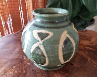 Beautiful Hawaiian Vintage Pot