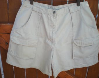 Vintage from the 90's High Waisted Woolrich Hiking Shorts. Beige Khaki. Size 16. Made in USA