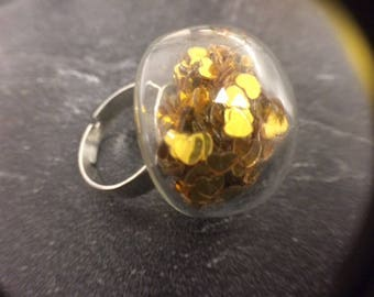 RING WITH DOME CIRCLES FILLED WITH HEARTS COLOR GOLD CLEAR GLASS