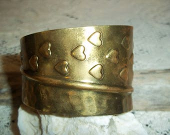 Vintage Brass Cuff Bracelet Punched Formed Hearts with a Honeycomb Side Made in India 1980's Boho Hippie Style Collectible Brass Jewelry