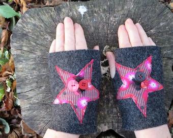 Dark grey boiled wool mittens stars