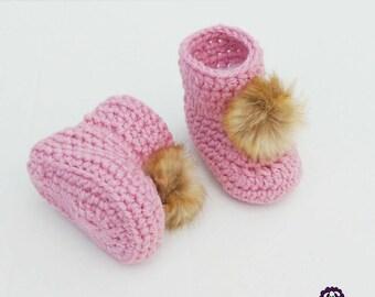 Fur Pompom Baby booties crochet slippers / Chaussons pantoufles de bébé avec pompon en fourrure