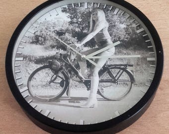 clock vintage pattern Brigitte Bardot in Solex wall