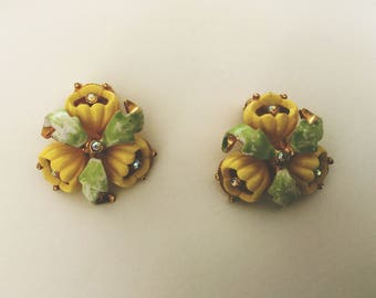 Vintage 1960s Flower Green and Yellow Enamel and Rhinestone Clip On Earrings By Kramer