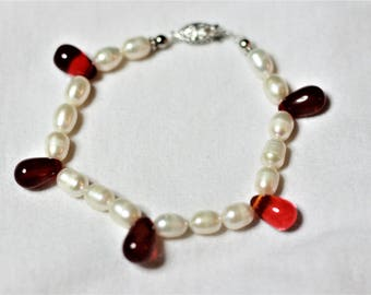 "7 1/2"" Faux freshwater pearls and glass beads"