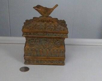 Gold Trinket Box, Small Box, Gold Resin Box, Gold Rococo Box, Gold Decor, Gold Jewelry Box, Decorative Box, Ornate Box, Vintage Box, Covered