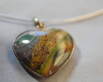 Agate heart pendant in a sterling silver setting