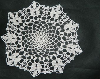 handmade French lace doily crocheted french VINTAGE round shape 24cm d