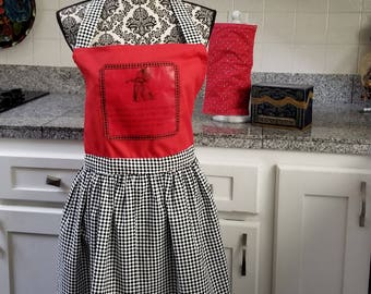 Queen of Hearts Apron, Alice in Wonderland, Book Apron, Red Queen, Book Quote, Run as Fast as We Can Quote, Book Nook, MarjorieMae