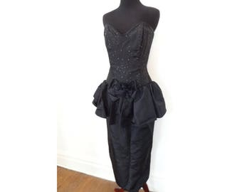 Vintage 1980s Jessica McClintock sz XS 2-4 prom / party dress with peplum skirt. Formal costume in black satin , strapless, sequins