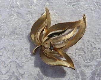Crown Trifari Gold Colored Vintage Leaf Brooch
