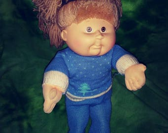 1990 vintage Cabbage Patch girl doll in knit sweater and leggings in great condition yarn hair dirty blonde hair brown eyes
