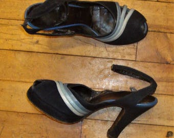 Vintage 1940's Dark Blue Suede Peep Toe Ankle Strap High Heel Shoes * Size 6.5