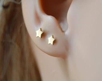 Star studs,14k star earring,Star earrings,14k star earring studs, Star jewellry, Star earring studs,Gold star studs.