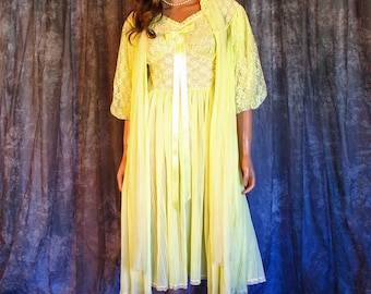 Vintage Yellow Lace Peignoir Set Chiffon Bridal Lingerie Nightgown Pleated Skirt and Robe Body S