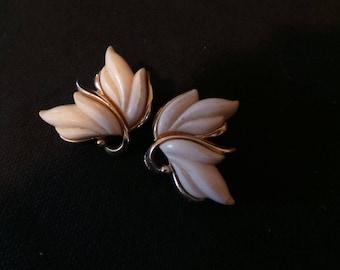 Vintage Signed Kramer Gold White Swirl Leaf Clip On Earrings