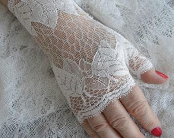 Pretty lace fingerless gloves ivory wedding, ivory Bridal Gloves, ivory lace ivory mesh, mesh Bridal, lace fingerless gloves arm warmers, knit