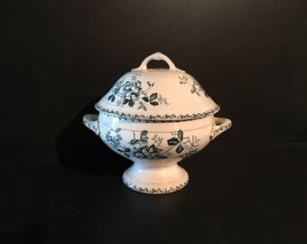 Shabby chic antique, small French soup tureen with lid with blue décor. St Ammand et Hamage. Acacia