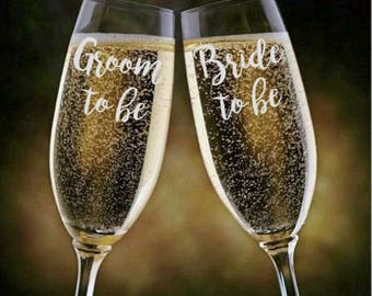Bride to Be / Groom to Be Champagne Glasses, Champange Flutes, Toasting Glasses, Engagement Gift, Bridal Shower Gift, Champagne Flute Set