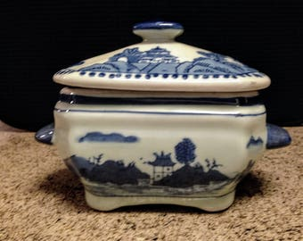 Vintage SEYMOUR MANN Fine Porcelain Sauce Boat with Lid - 'China Blue' Pattern - circa 1990's