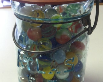 Vintage Estate Mixed Marble Lot In Old Atlas E-Z Seal Aqua Bubble Glass Jar With Wire Bail & Lid Glass Agate Marbles Attic Find